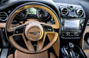 Armaturenbrett eines Bentley Bentayga